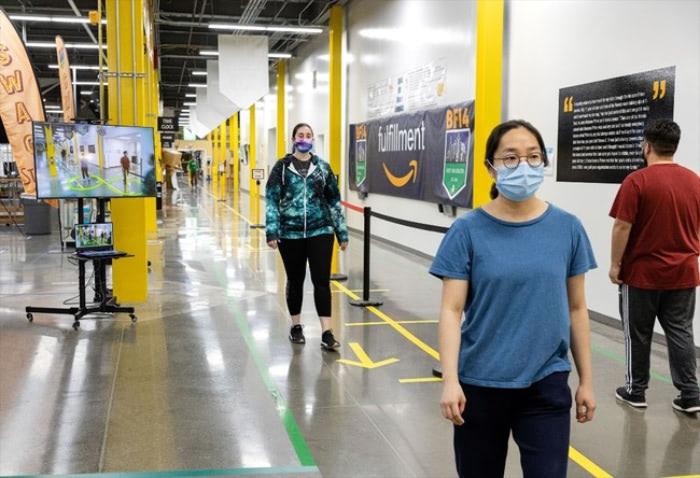 Amazon、物流拠点にスタッフ間の距離を判別する「ディスタンス・アシスタント」配備 コロナ対策強化 …